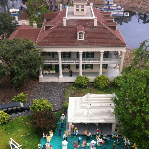 Lego's version of the famous Houmas House